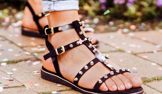 Sandaaltjes met studs